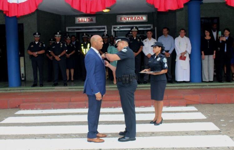 Policía Nacional rinde honor a Mariano Rivera