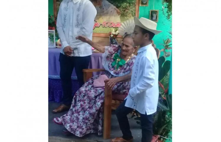Abuelita en Churuquita Grande cumplió 100 años y lo festejan