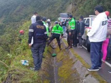 Seis fallecidos y 14 heridos al caer autobús a un abismo en Perú