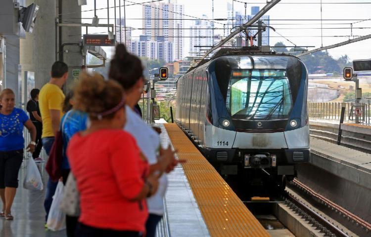 Alumno convulsiona en Línea 1 del Metro, pero sin caer al andén