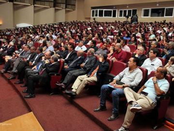 Estudiantes participan de foro frente a las reformas