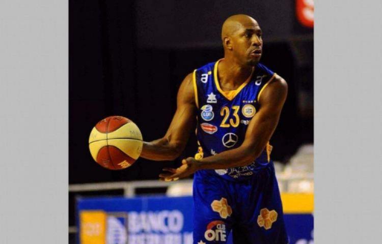 Michael Hicks destaca en la Liga Uruguaya