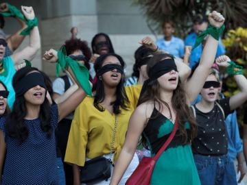 """Las feministas dominicanas también gritan """"el violador eres tú"""""""