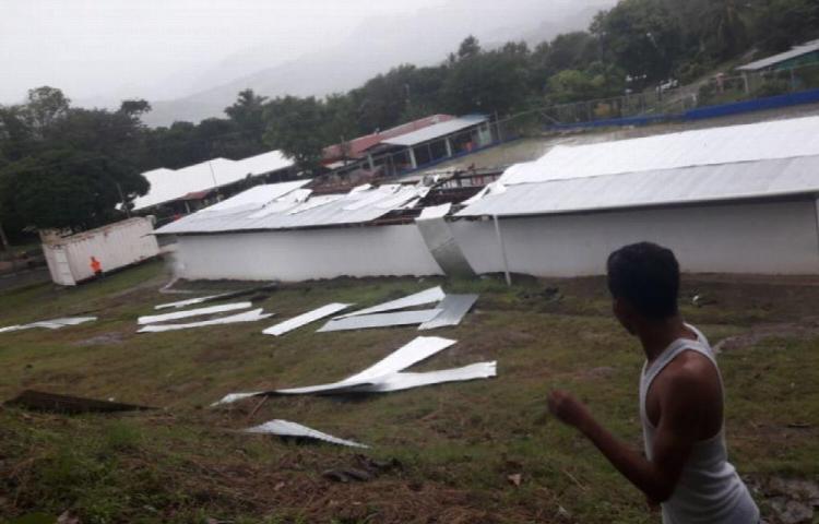 Voladuras de techos en escuela