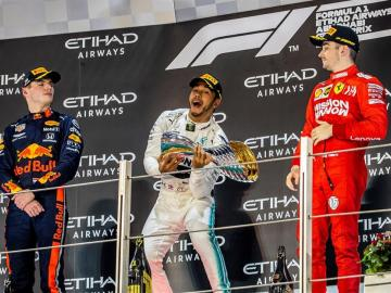 Hamilton festeja su sexto Mundial con un 'Grand Chelem' en Yas Marina