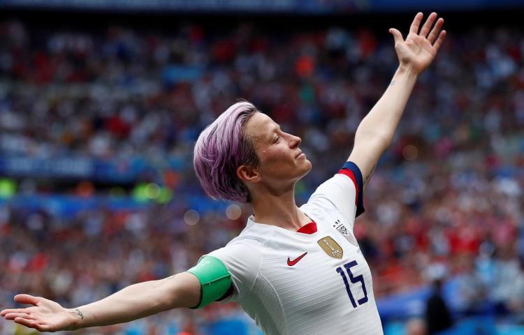 La estadounidense Megan Rapinoe gana el Balón de Oro femenino