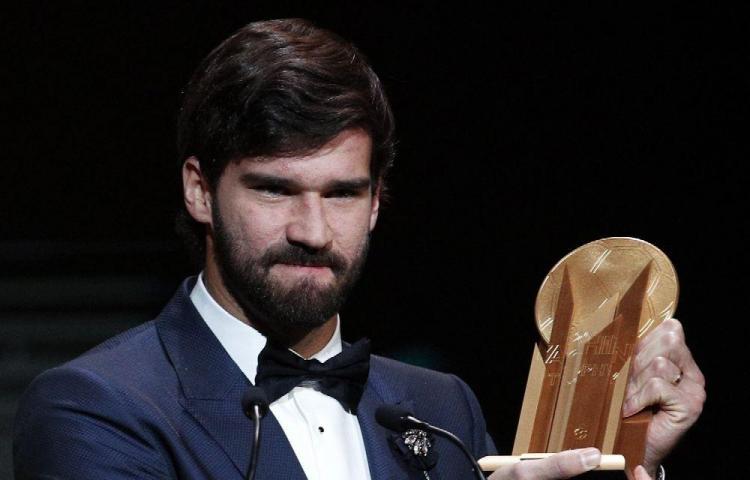 Alisson ganó el trofeo Yashin al mejor portero