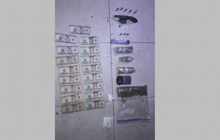 Revólver, droga y dinero en edificio abandonado