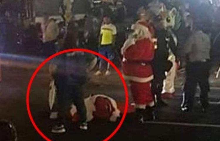 Increíble, atropellan a Santa Claus en El Salvador
