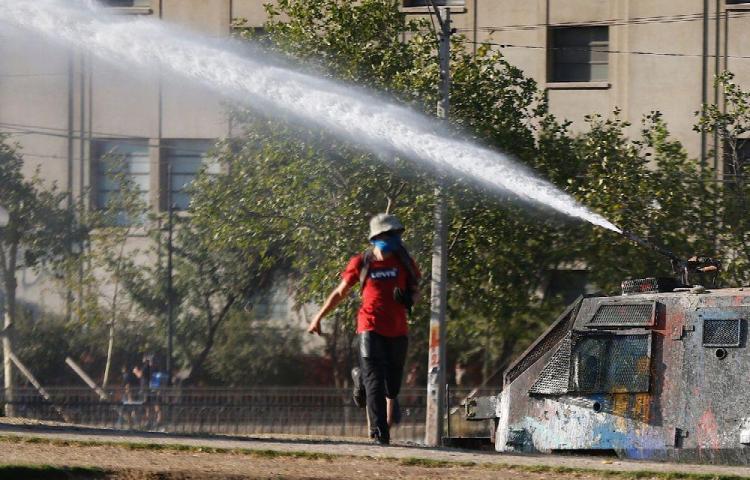 Las protestas hunden la economía chilena