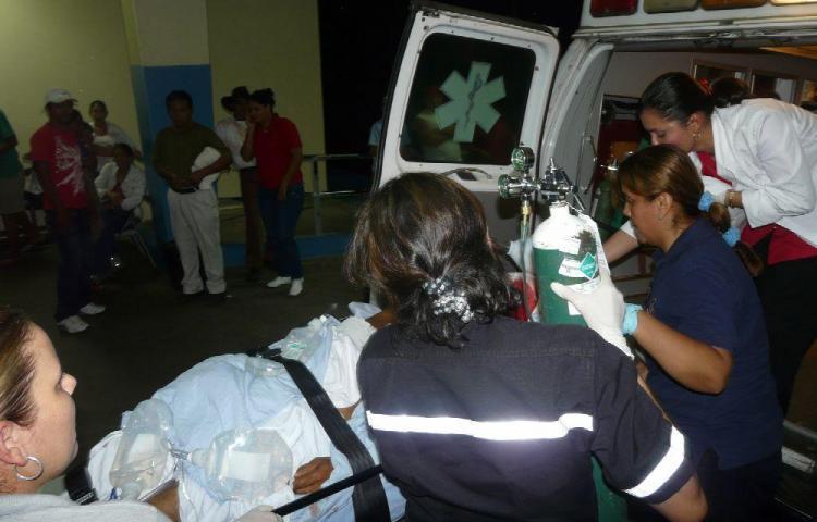 Mujer muere y sus dos hijas quedan heridas