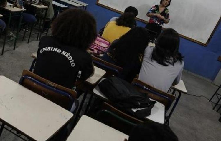 Casi 80 % de estudiantes latinoamericanos suspenden en lectura y matemáticas