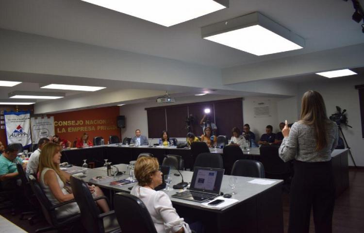 Más mujeres estudian en universidades privadas de Panamá