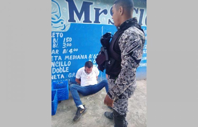 Iban a cita médica y policías los agredieron