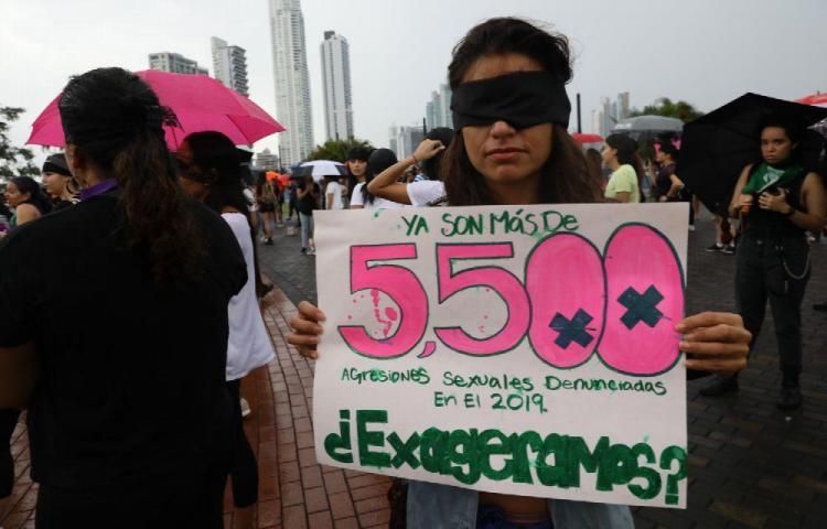 Mujeres panameñas se suma a campaña 'Un violador en tu camino'