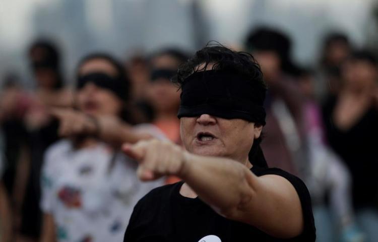 """Panameñas protestan en la Cinta Costera con la coreografía """"Un violador en tu camino"""""""