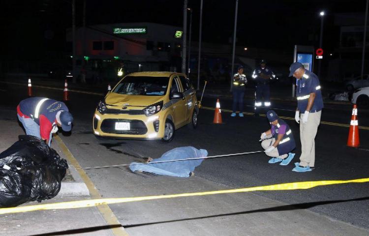A pocos metros de un paso peatonal murió una mujer arrollada