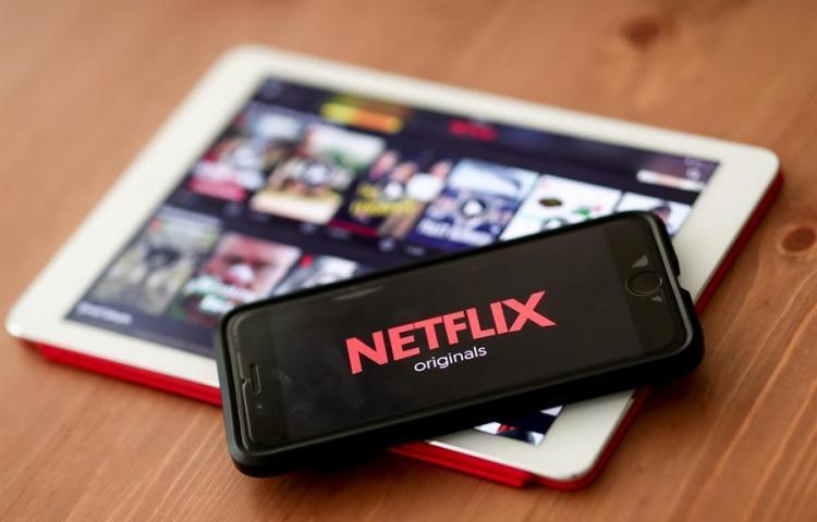 Netflix arrasa en unos Globos de Oro que recuperan a Eddie Murphy