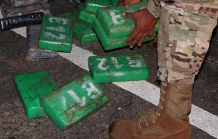 Decomisan droga en una lancha en Colón, pero los tripulantes lograron escapar