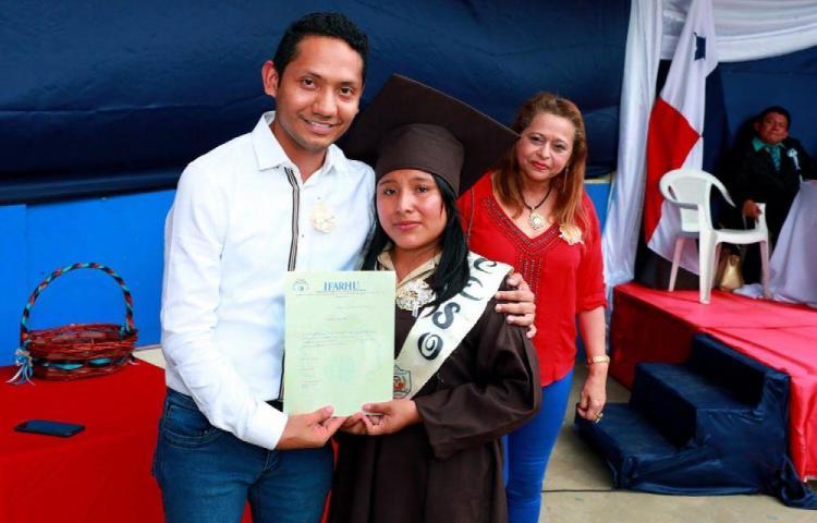 Estudiantes de Guna Yala reciben becas para el exterior