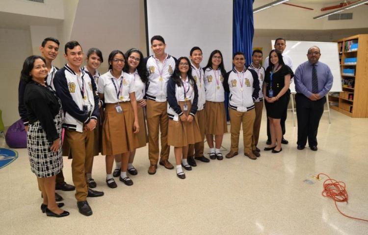 Alumnos ganaron concurso con su App 'Stop Bullying'