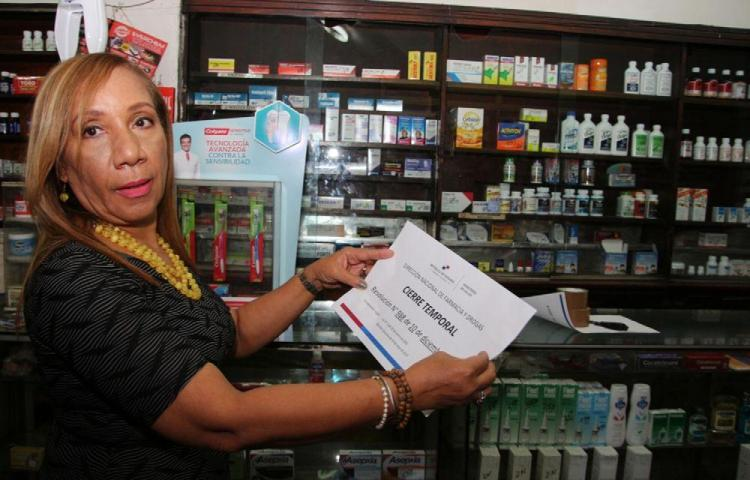 Minsa cierra farmacia por insalubridad, malos olores y medicamentos vencidos