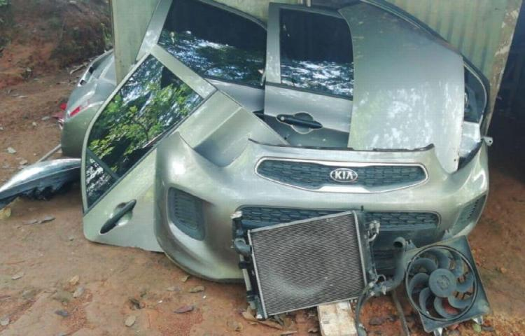 Hallan desmantelado carro que había sido hurtado