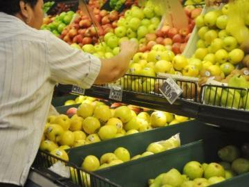 Detienen entrada de peras y manzanas plagadas de gusano
