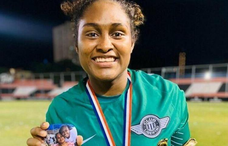 Yenith Bailey, figura y campeona en Paraguay