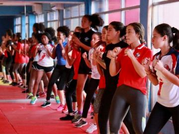 Natación artística panameña, en capacitación