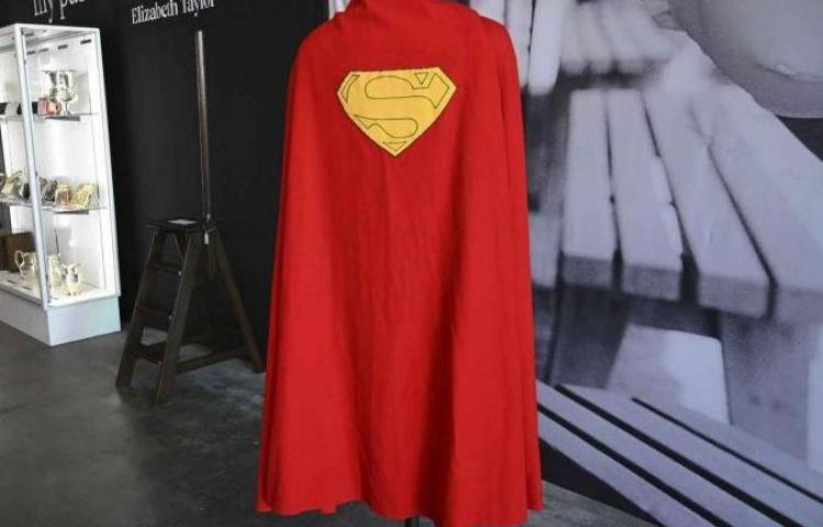 Subastarán la primera capa de Supermán