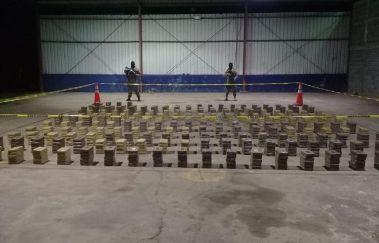 Más de 1.000 kilos de droga hallados en una caleta en Aguadulce