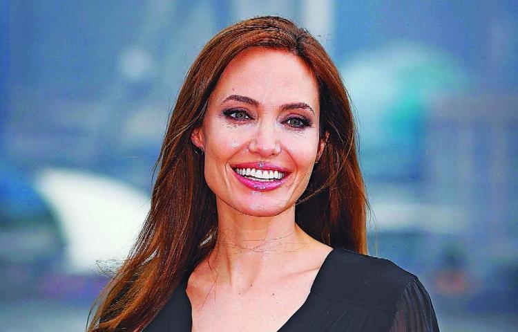 Angelina Jolie, demandada por una ex empleada por maltrato