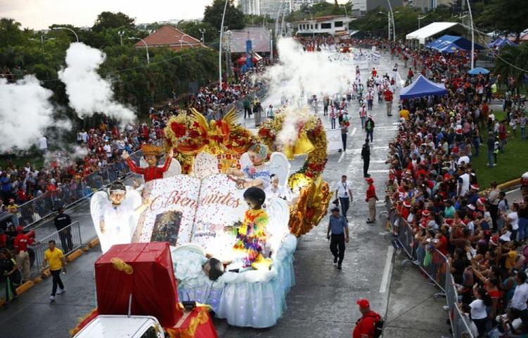 Desfile al estilo panameño da la bienvenida a la Navidad