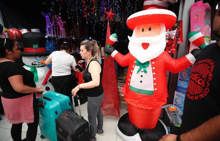 Chile se prepara para la Navidad más austera en 10 años tras el estallido social