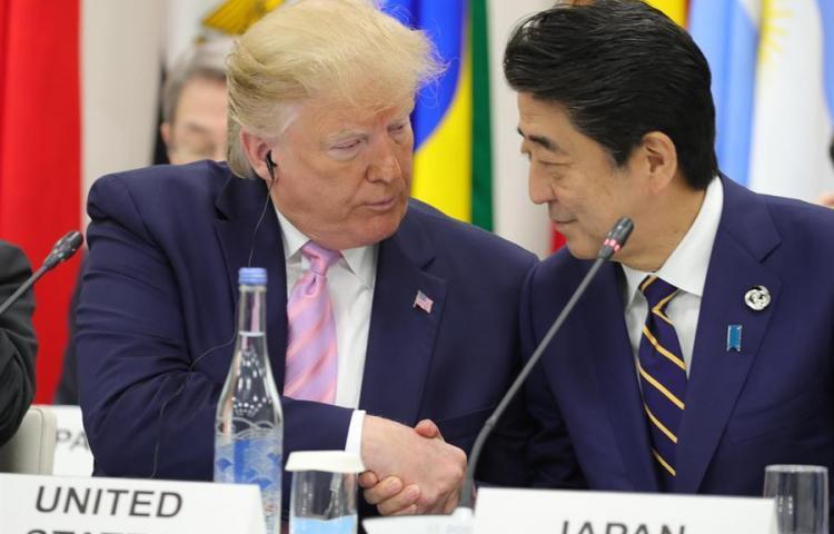 Abe mantiene una conversación telefónica con Trump tras su cumbre con Rohaní