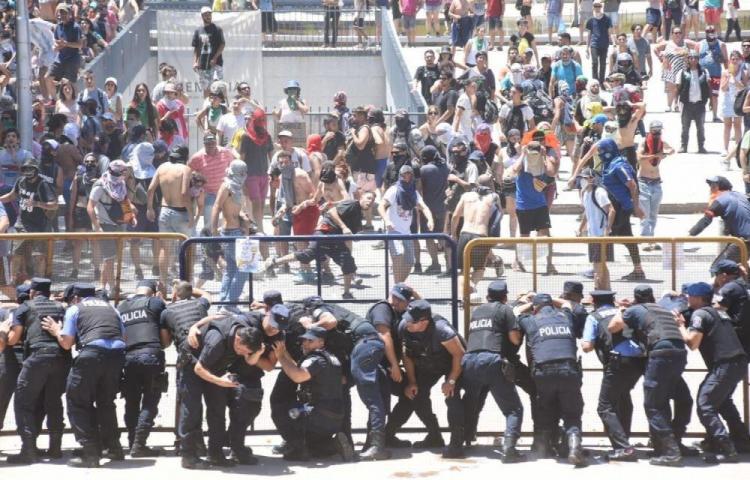 Incidentes en protesta contra la minería en oeste argentino
