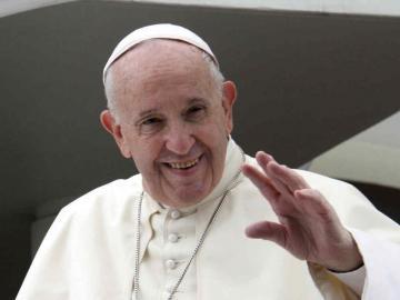 El papa afirmó que Dios ama a cada hombre, incluso al peor, en misa del Gallo
