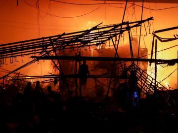 Incendio en mercado de Ciudad de México deja dos muertos y numerosos daños