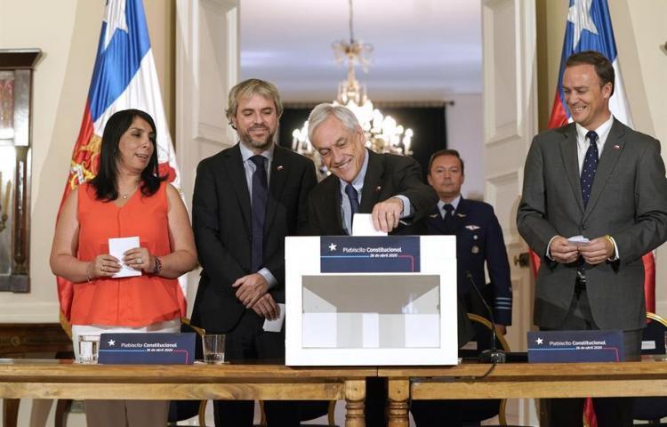 Piñera convoca plebiscito constitucional en Chile para el 26 de abril