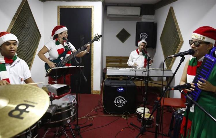 Agrupación colombiana vence barreras de la discapacidad a través de la música