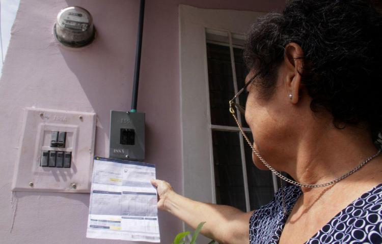 Gobierno anuncia que busca incentivar la economía al mantener tarifa eléctrica