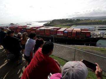Ampliación y agua, retos pasado y futuro del Canal bajo control de Panamá