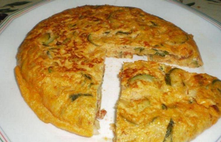 Torta de huevo con jamón y queso