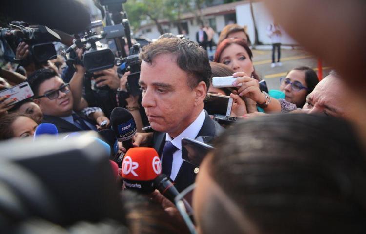 Nuevo contralor Gerardo Solís asume y asegura que auditará a los diputados