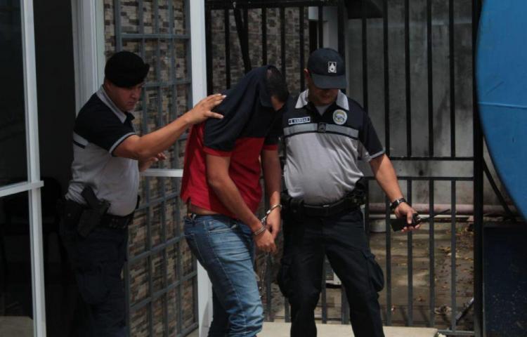 Condenan a 16 años de prisión a docente por caso de pornografía infantil