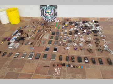 Realizaron requisa en cárcel de Santiago y hallaron desde celulares hasta ceguetas