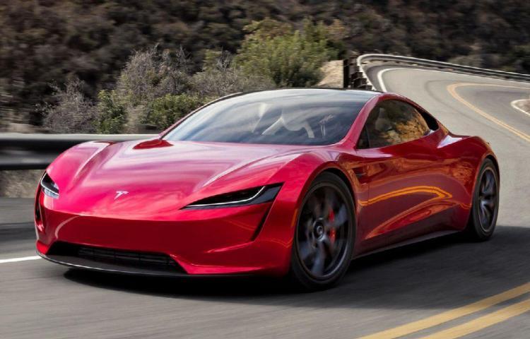 ¿Quién podrá 'hackearlo'? La eficacia y seguridad del sistema operativo del gran Tesla.