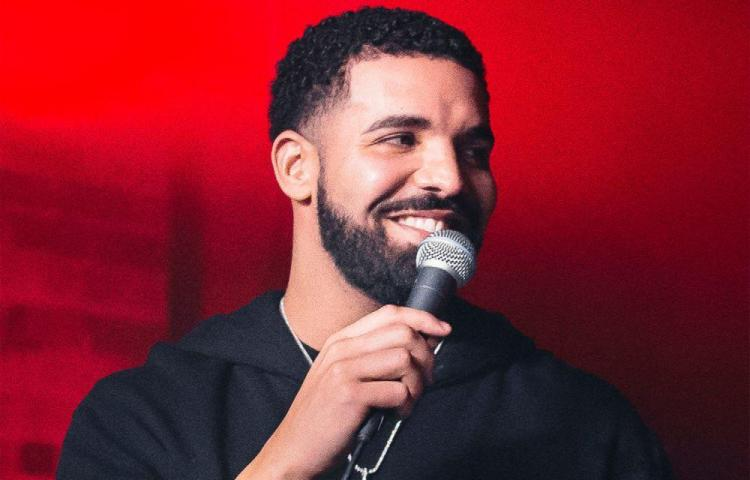 Drake gasta $1 millón en collar personalizado