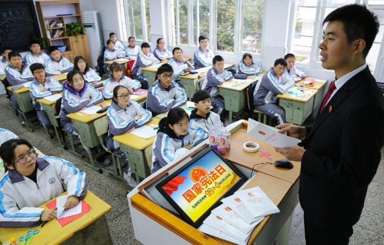 Cancillería anuncia becas para estudiar en China